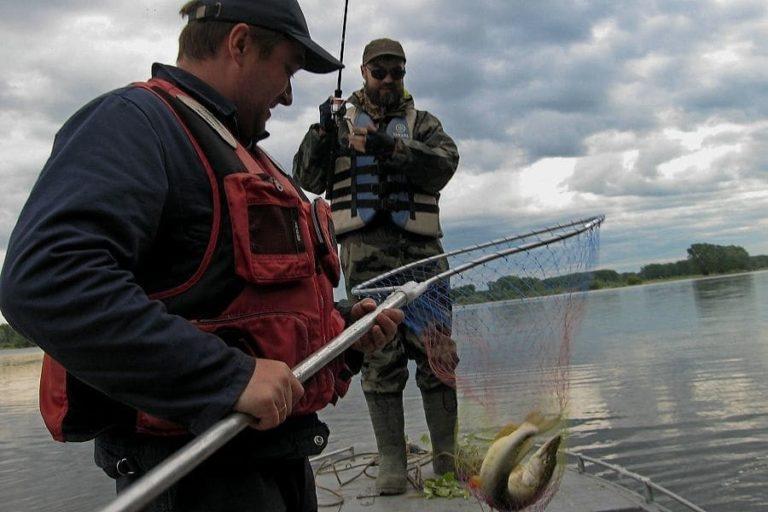 Рыбалка в непогоду.